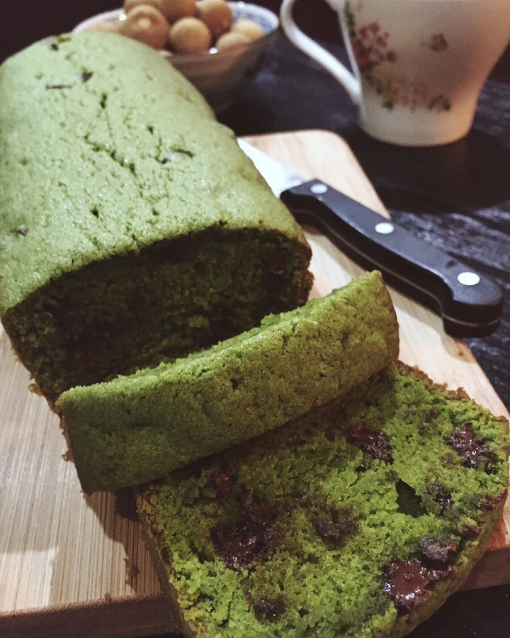 Green Tea & Choc Chips Cake
